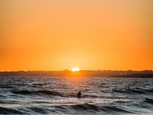 Camping Du Quinquis : Coucher De Soleil à Guidel Avec Surfer Min