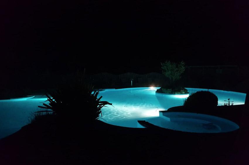 Piscine nocturne Camping le Quinquis