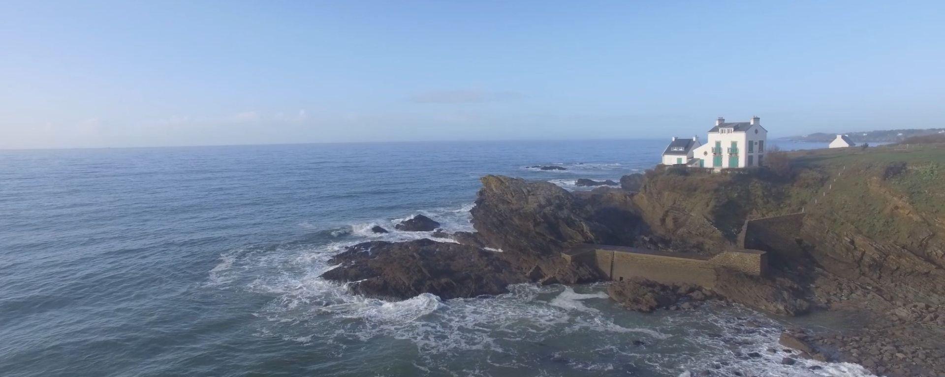 vue d'une maison sur la côte proche du camping à clohars carnoet