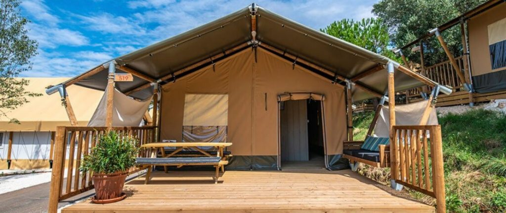 Camping Du Quinquis : Camping Du Quinquis Tente Safari Wood Header