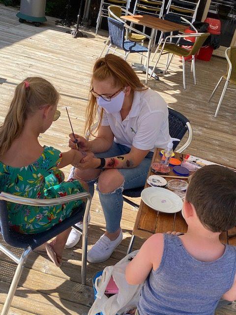 atelier maquillage au camping au Pouldu du Quinquis